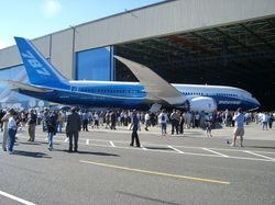 800pxboeing_787_rollout